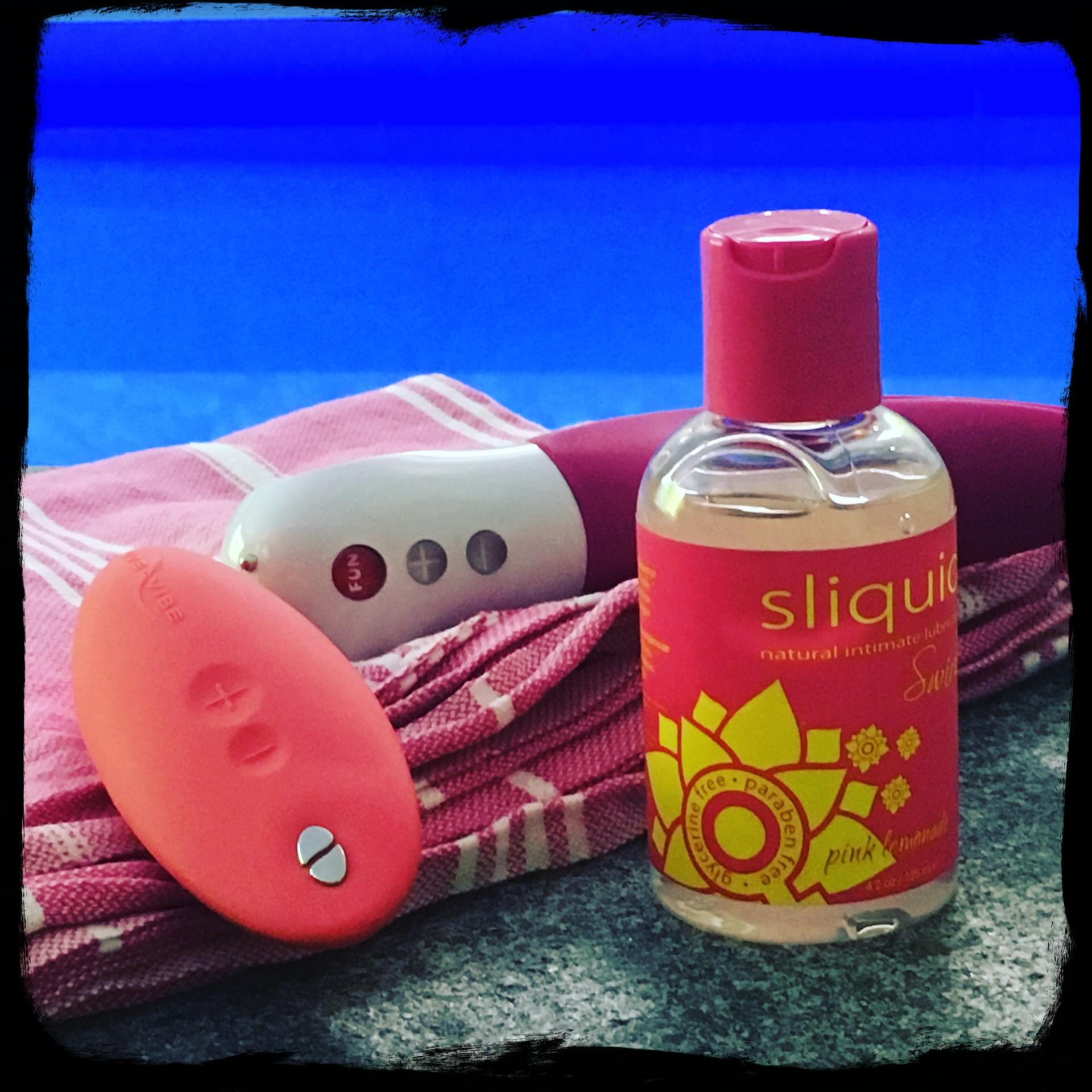 Sliquid Swirl met speeltjes aan het zwembad