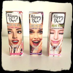 De doosjes van de Happy Diva producten zijn kleurrijk met telkens een lachende dame erop.