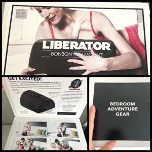 De verpakking van de Liberator BonBon is klein en redelijk subtiel. Vooraan zit een flap die je kan openen, waaronder je meer informatie en mogelijke standjes vindt.