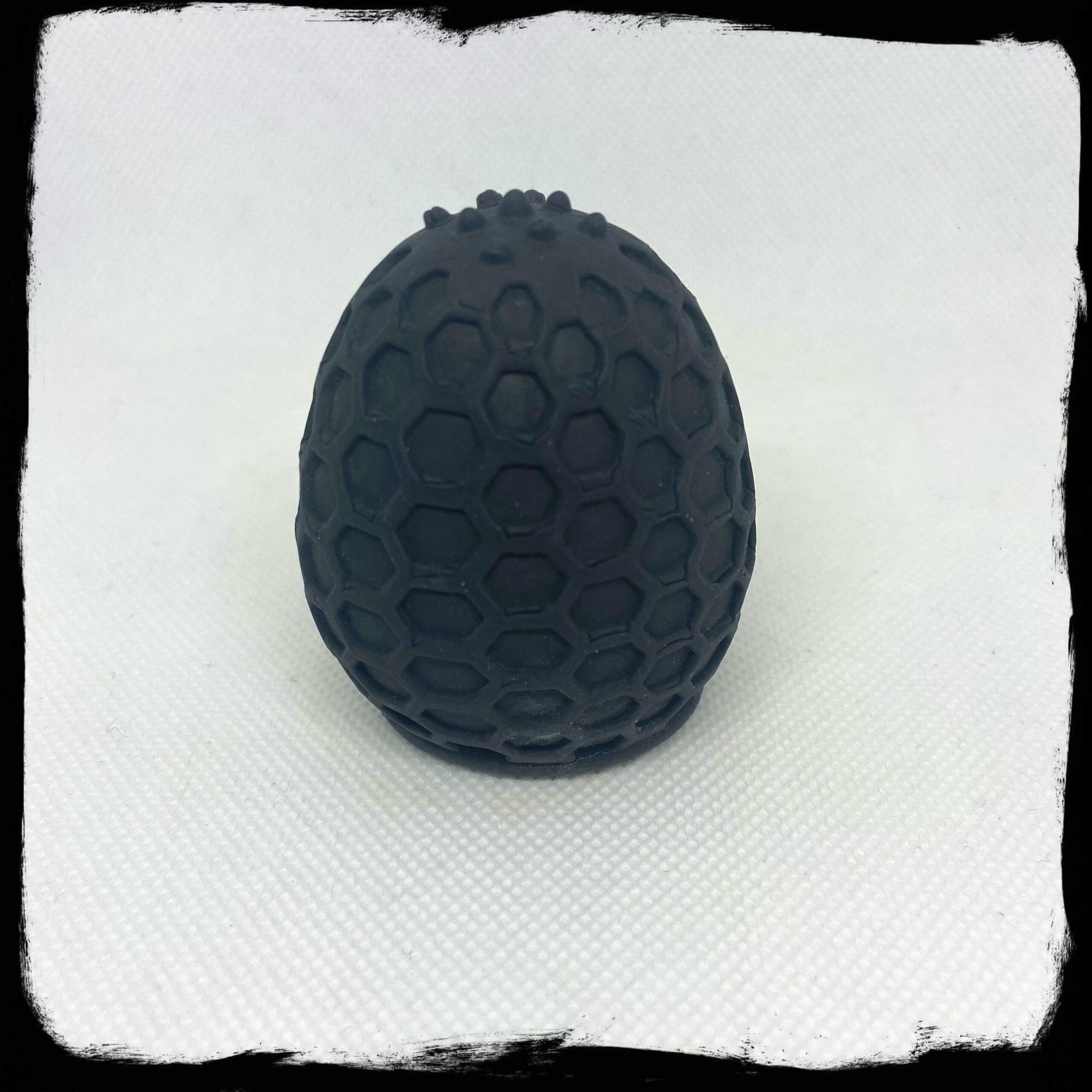 Een kleine masturbator, die wat lijkt op een Tenga eitje.